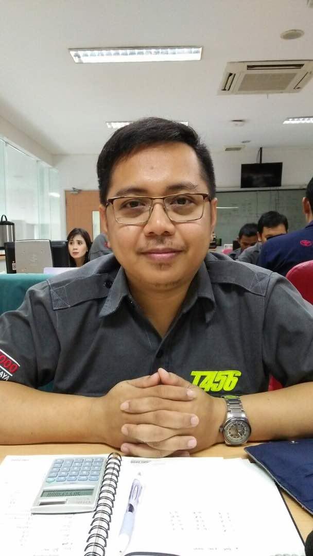 Sales Marketing Mobil Dealer Toyota Surabaya Tino