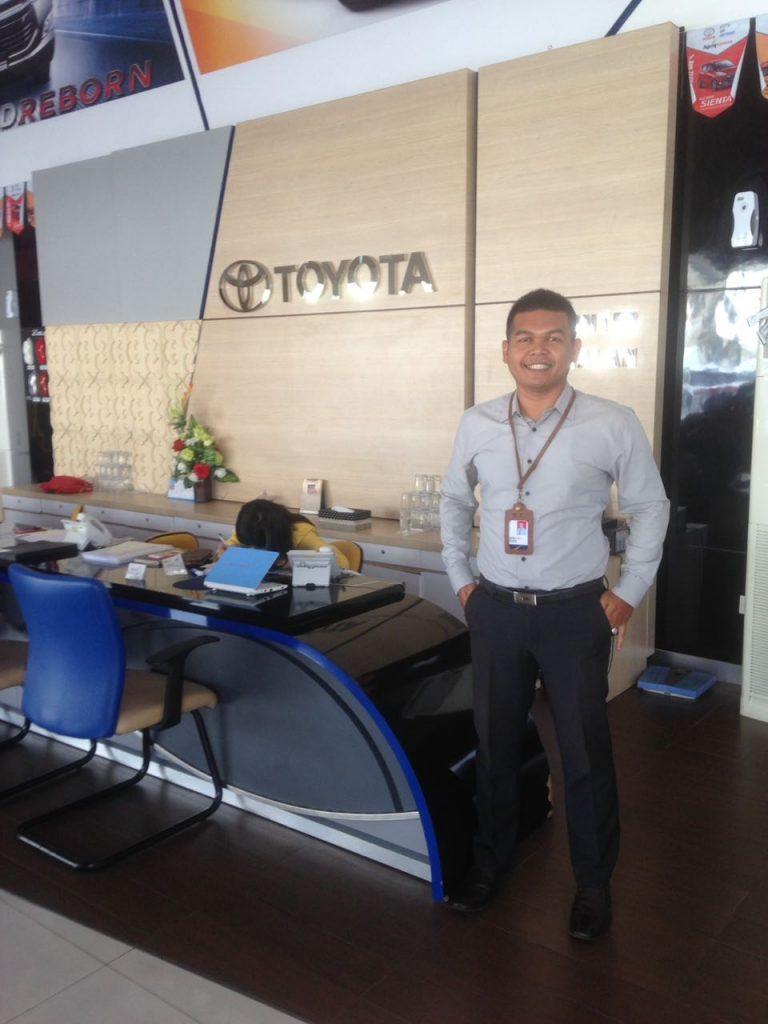 Sales Marketing Mobil Dealer Toyota Heri