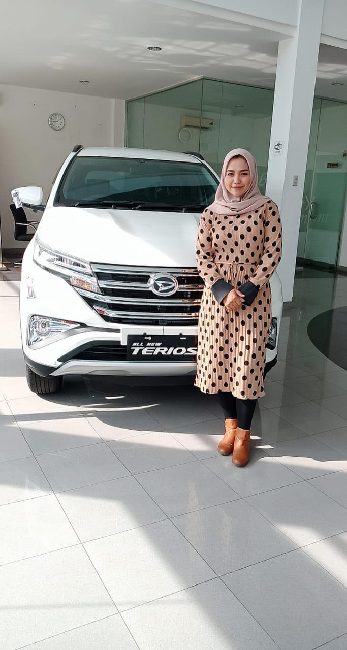 Sales Marketing Mobil Dealer Daihatsu Cut Wulandari